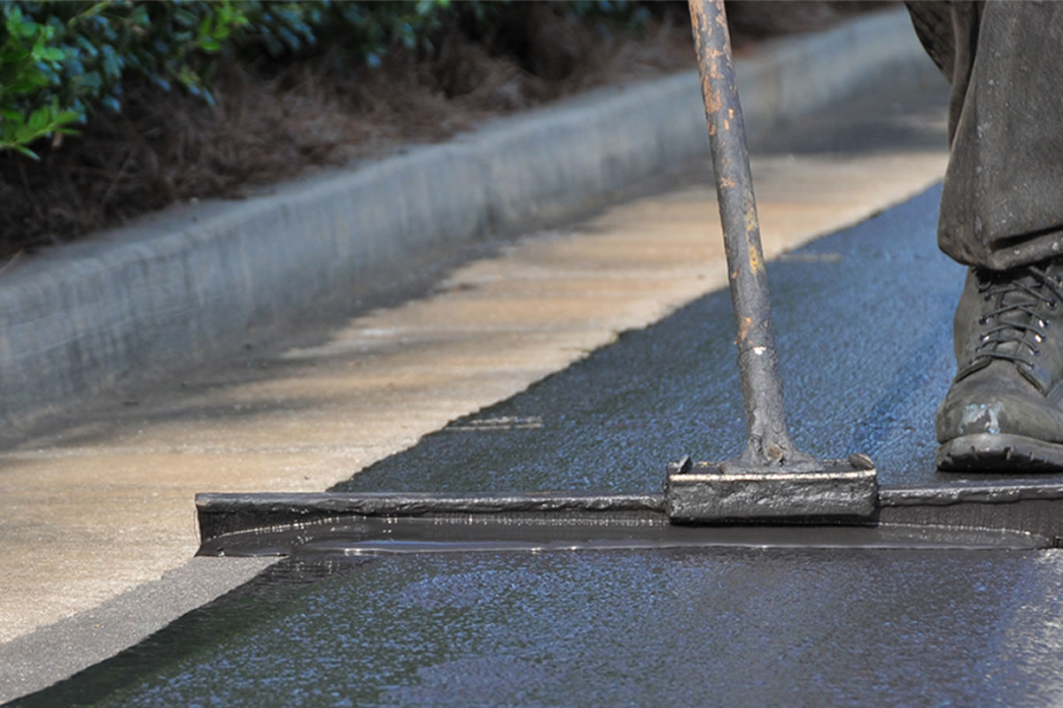 Five Advantages to Sealcoating Your Driveway