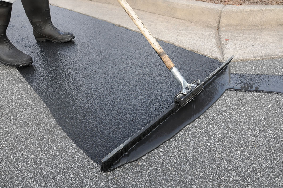 Four Advantages of Sealcoating in Dallas Fort Worth, TX